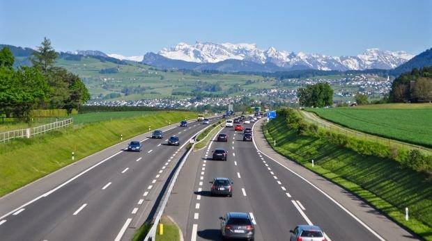 Olg Stuttgart 12 Monate Haft Für Rasen In Der Schweiz