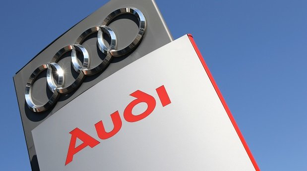 Schild eines Audi-Händlers