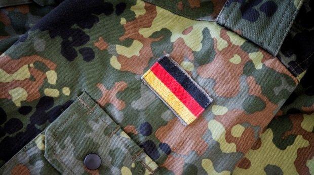 Vg Koblenz Soldat Wegen Hakenkreuz Fotos Entlassen