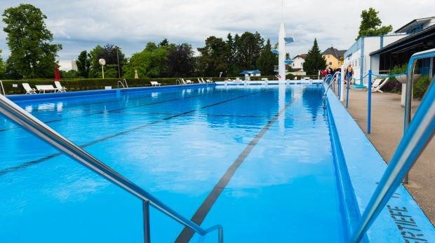 Schwimmbad schwimmbad
