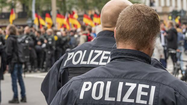Polizisten auf einer Demo