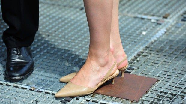 Studentin Anbetung Japanische Füße Von Nacktheit,