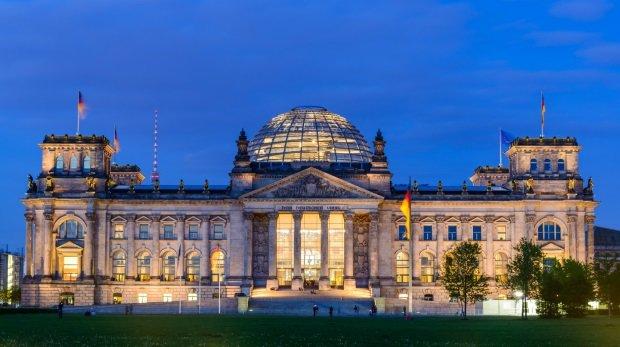 Bundestag muss Lobbyisten-Liste offenlegen  Bundestag muss ...