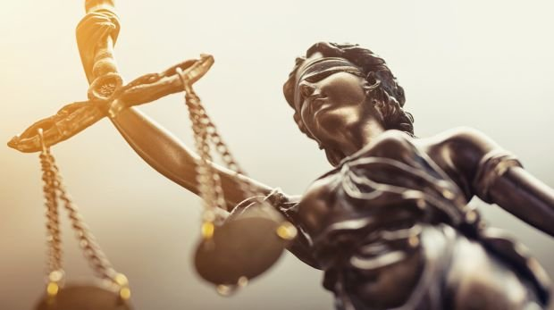 Justitia in strahlendem Glanz
