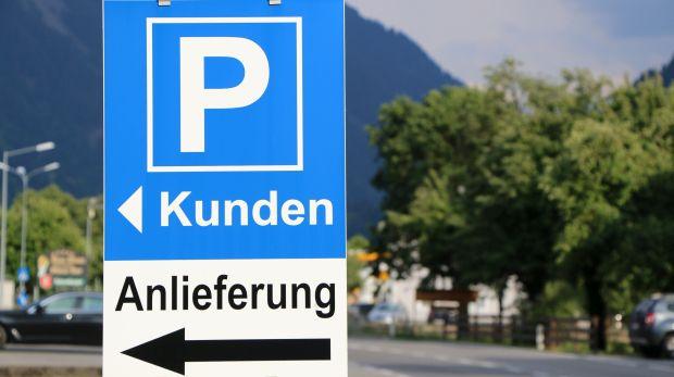 BGH zum Falschparken auf Privatplätzen: Fahrzeughalter müssen petzen