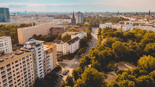Berliner Mietendeckel: VerfGH setzt Verfahren aus