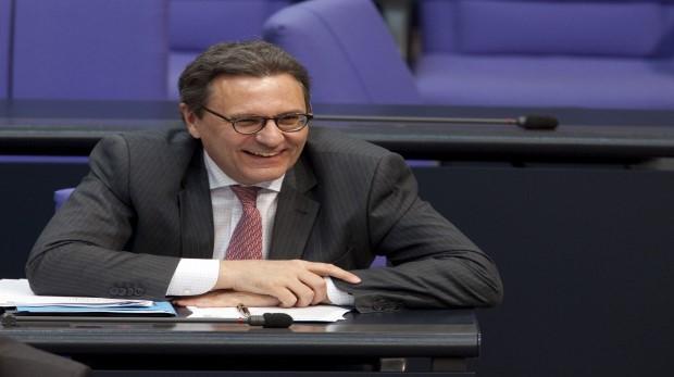 Oppenhoff: Ex-MdB Hans-Joachim Otto steigt in Frankfurt ein