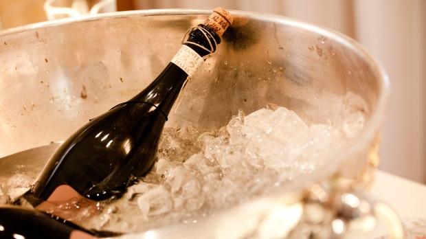 eugh zu champagner sorbet eine frage des geschmacks. Black Bedroom Furniture Sets. Home Design Ideas
